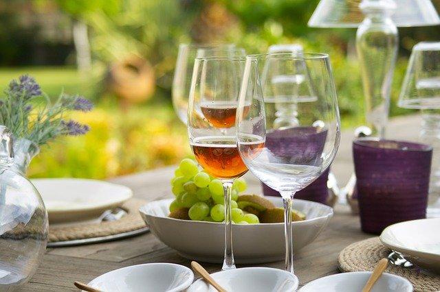 víno ve sklenici