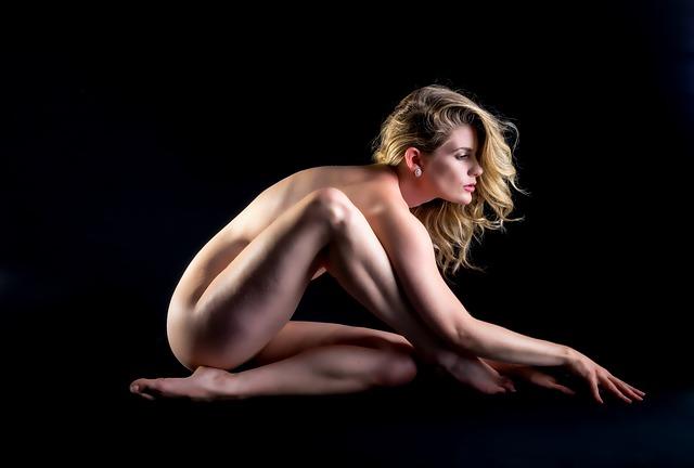 modelka bez oblečení