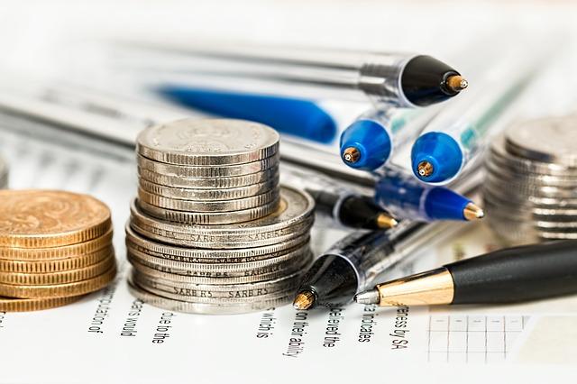 mince a tužky na papírech.jpg