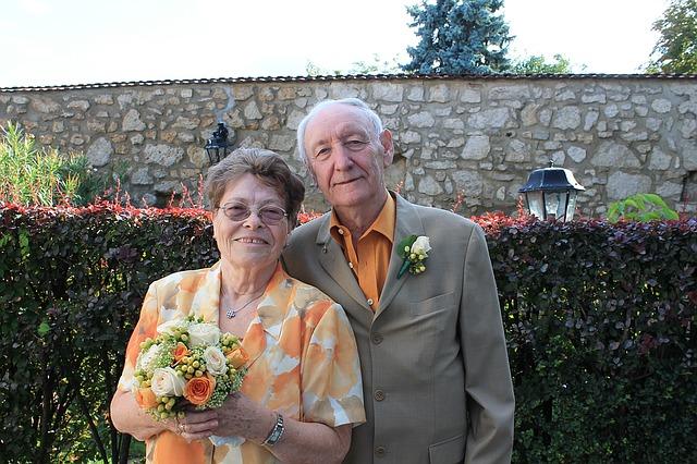 dvojice seniorů
