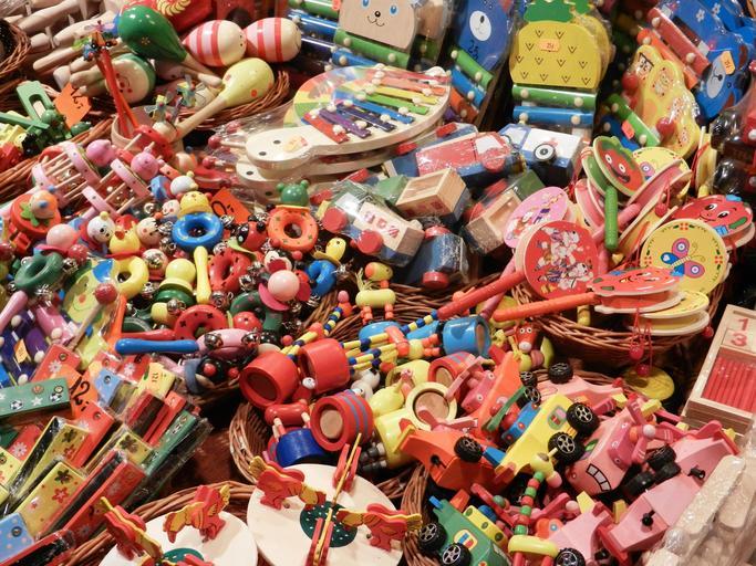 hromada dřevěných hraček.jpg