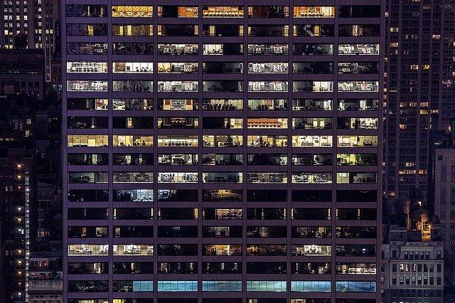 velká kancelářská budova.jpg