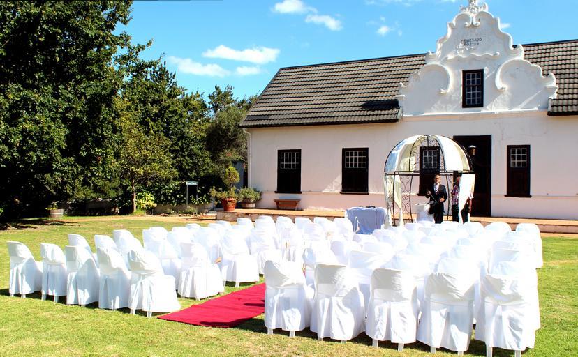 svatba na statku nebo v zahradě